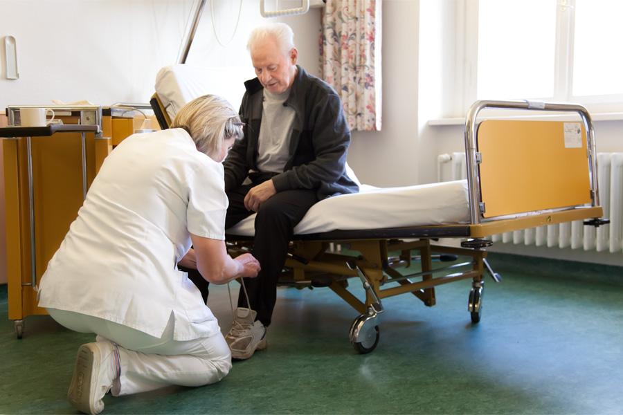 Das Ziel unserer aktivierenden-therapeutischen Pflege ist, dass unsere Patientinnen und Patienten eine möglichst hohe Selbständigkeit wiedererlangen.