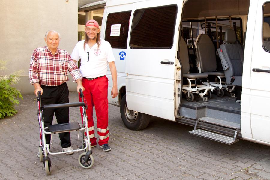 Der Fahrdienst für Patienten der Tagesklinik. Sie kommen morgens gegen 09:00 Uhr in der Klinik an und werden am Nachmittag gegen 15:00 Uhr vom Fahrdienst wieder abgeholt.